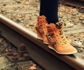 Sennik: buty (buty stare, buty na obcasie, nowe buty, zgubić
